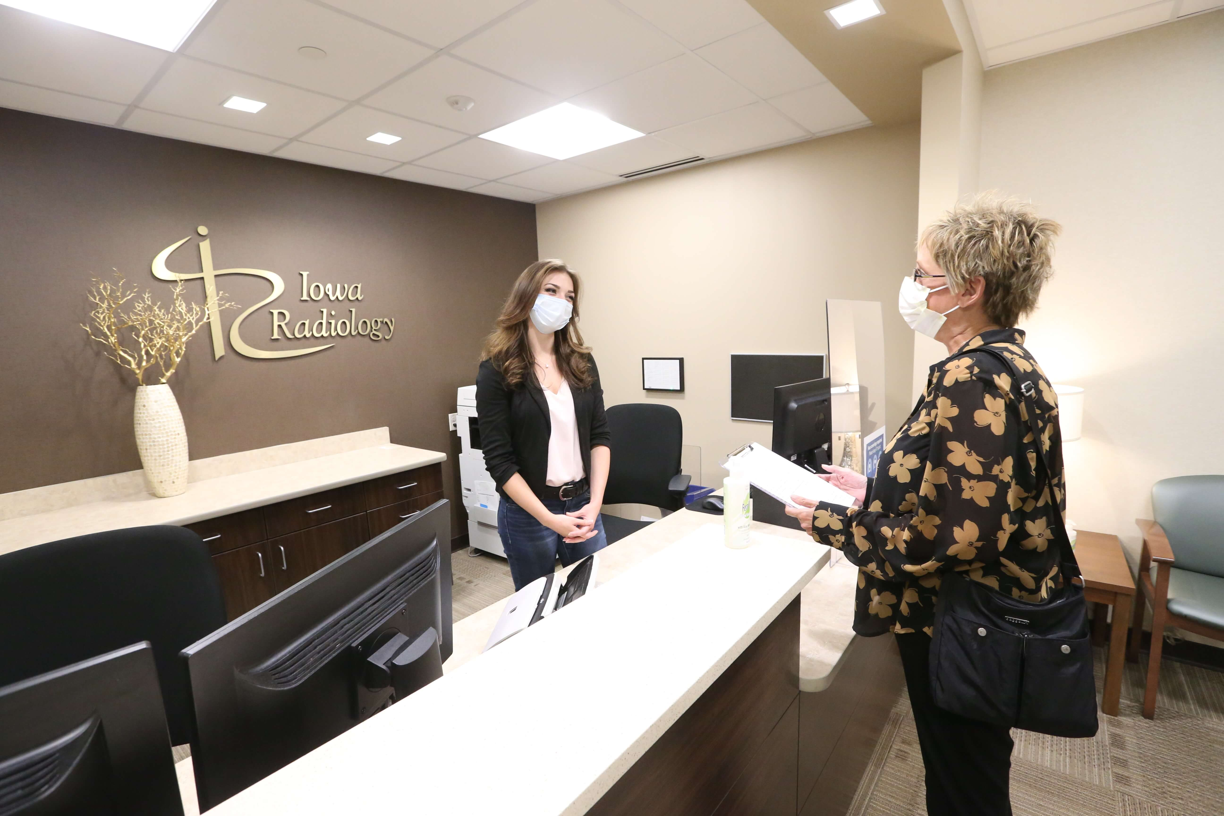patient-checking-in-for-appointment-at-iowa-radiology